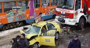 Зверска катастрофа в София!!! Таксиджия помете 12 души на автобусна спирка