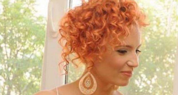 Ирина Сарачинова имитира фолк певици